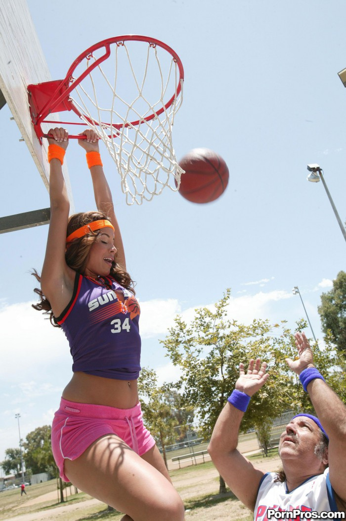 Isis Taylor Dunks